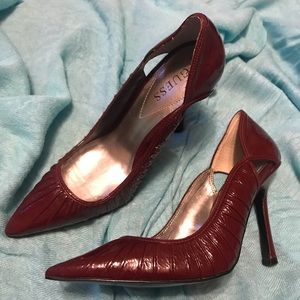 Guess pointy heels (Maroon color)